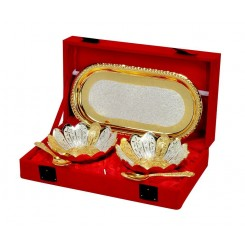 Tray set with flower petal